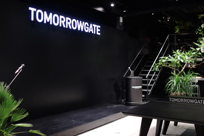"""トゥモローゲート株式会社/常識に囚われない価値観で、世界にきっかけを。大阪で一番面白い会社を目指す""""ブラックな企業""""。"""