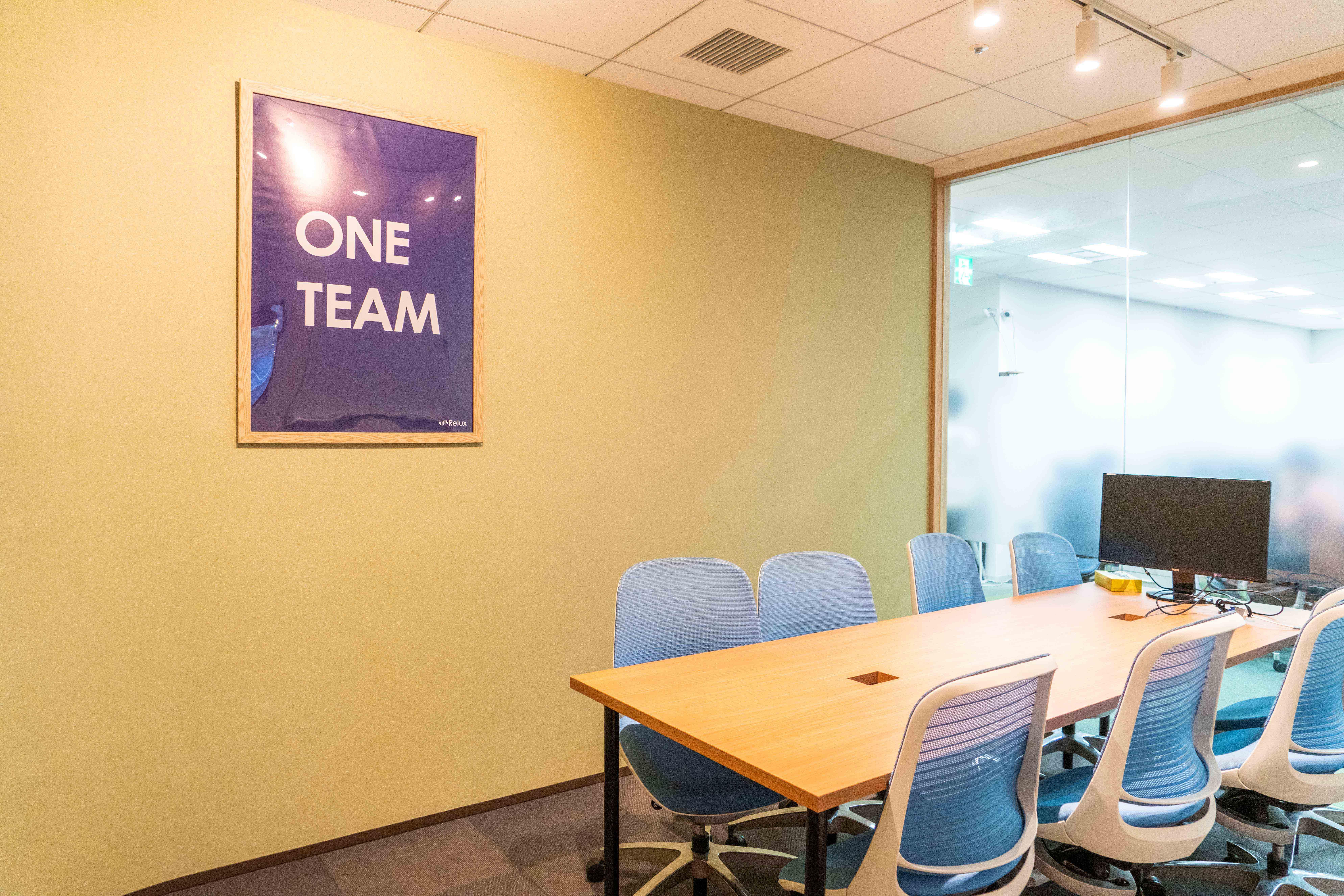 どの会議室の壁にも「Locoship」が飾られていました。